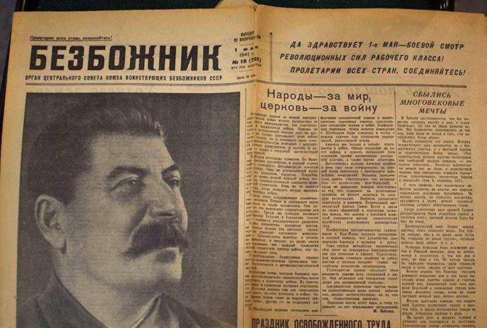 Товарищ Сталин считал религию препятствием на пути к светлому будущему коммунизма.