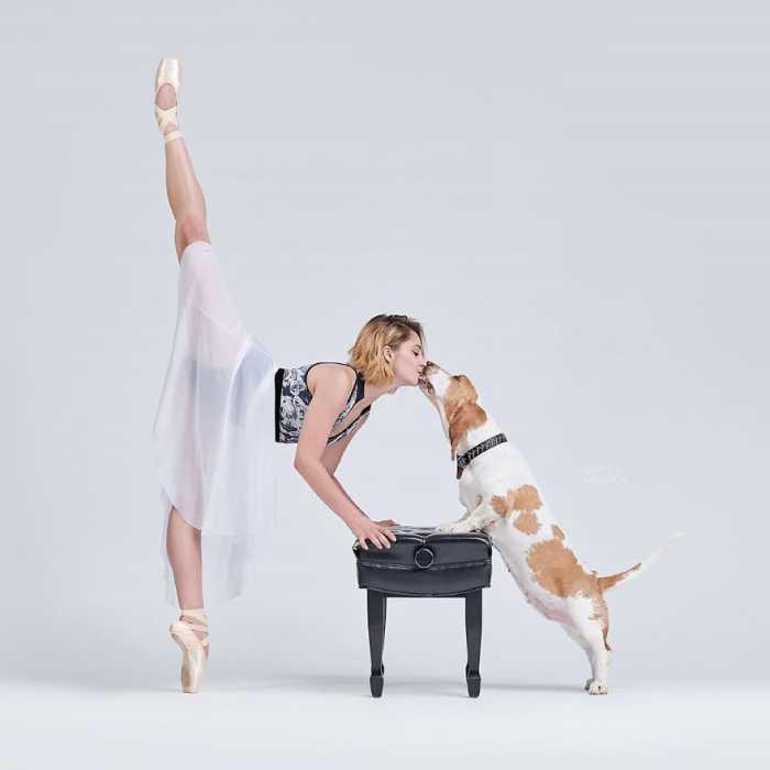 Часто танцоры снимались со своими питомцами.