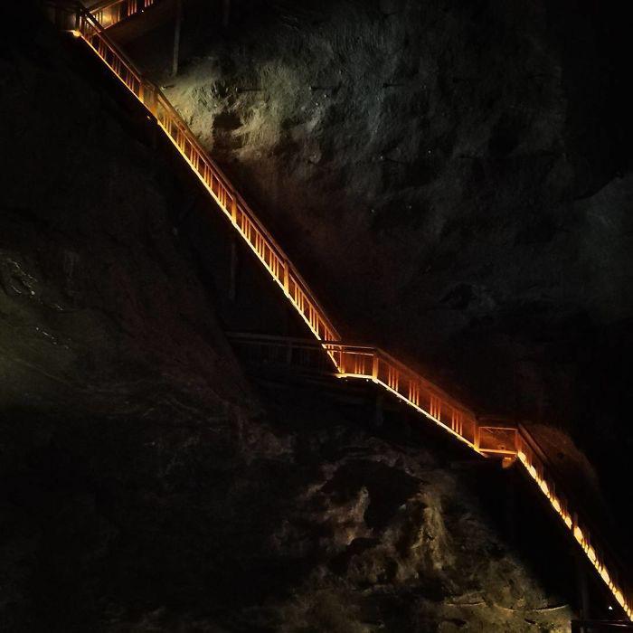 Лестницы соединяют уровни.