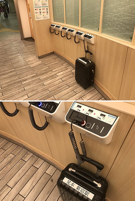 Противоугонная система для сумок перед туалетом на станции Синдзюку.