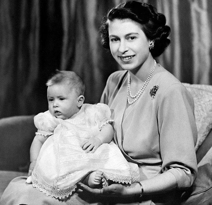Королева с первенцем.