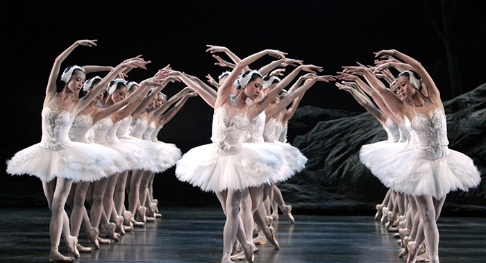Лебединое озеро в исполнении Гонконгского балета.