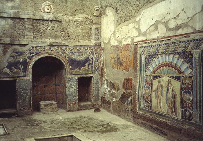 Давно захороненная в вулканическом пепле Вилла папирусов открылась для публики почти 2000 лет спустя после извержения Везувия.
