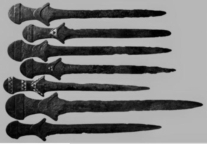 Древние мечи.