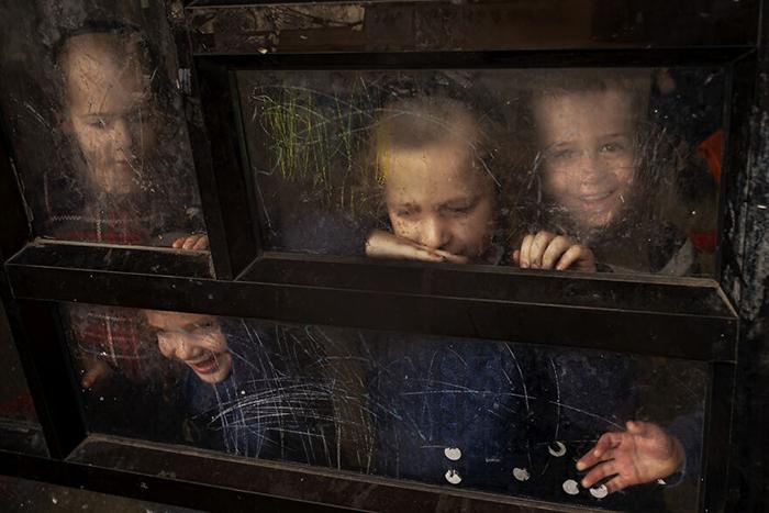 «Дети смотрят в стекло» - Бней-Брак, Израиль, 2000 г.