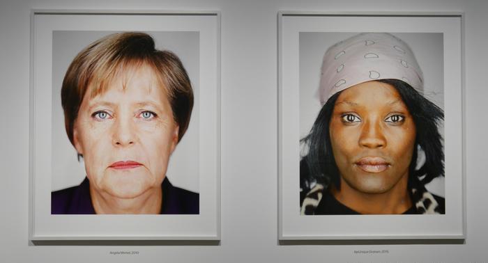 На его портретах стираются любые социальные границы.