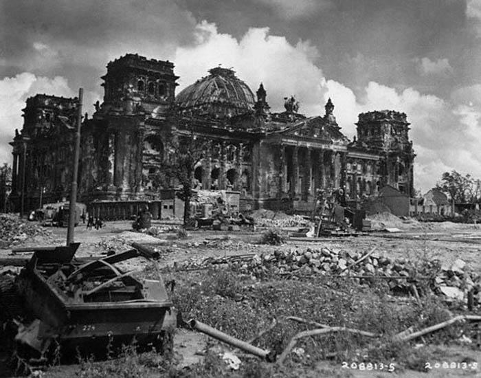 Разрушенное здание Рейхстага.