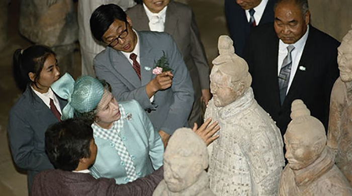 Елизавета в Китае.