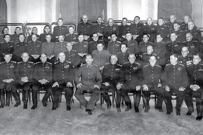 Товарищ Сталин и его маршалы.