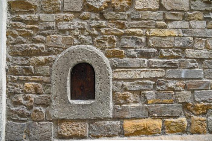 Винные окна - часть уникальной флорентийской архитектуры.