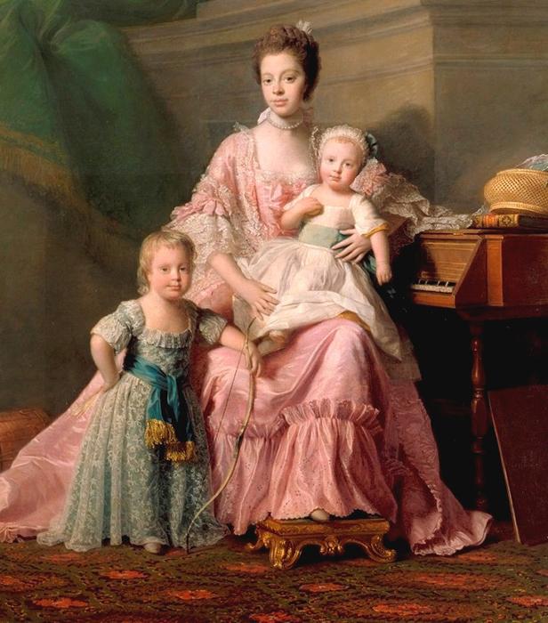 Шарлотта с двумя сыновьями.