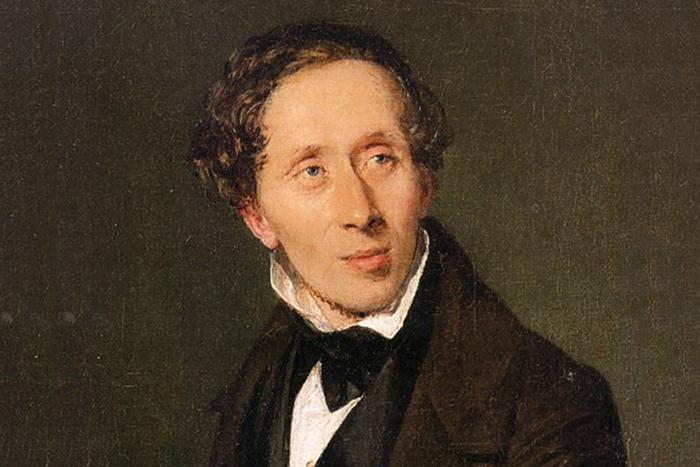 Великий писатель родился в семье башмачника и прачки.