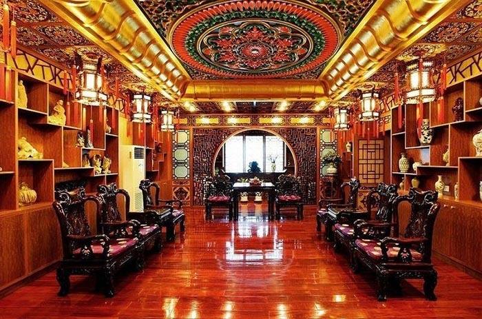 Компания заявила, что фотографии демонстрируют не помещения компании, а убранство музея.