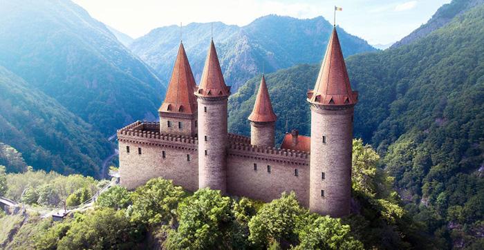 Реконструкция замка Поенари.