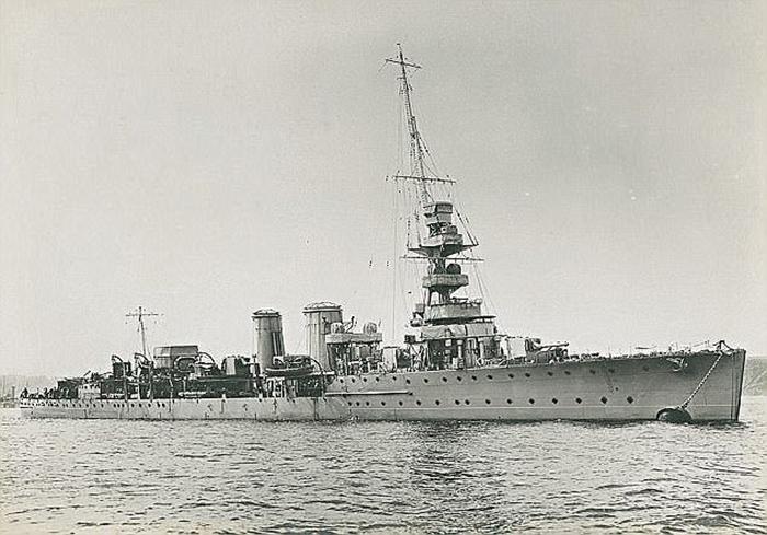 Британский крейсер Калипсо.