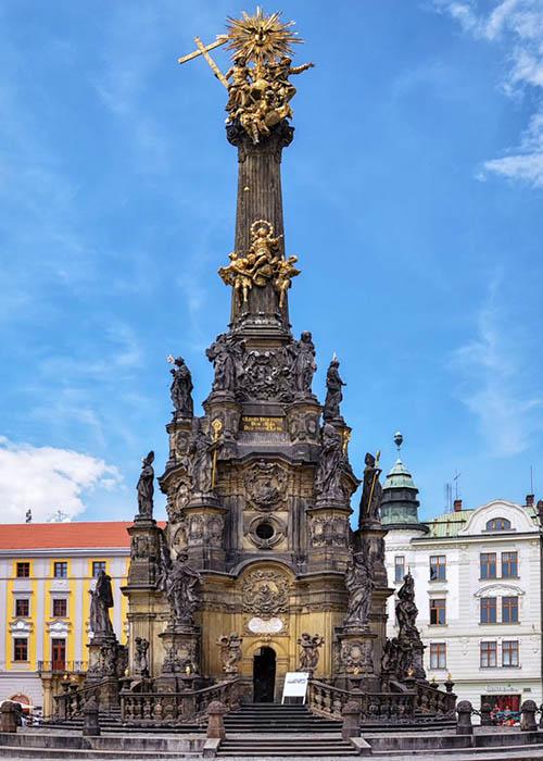Самая монументальная чумная колонна Святой Троицы в Оломоуце, Чехия.