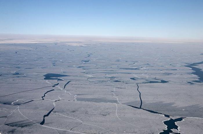 Покрытое льдом озеро Мичиган.