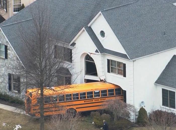 Водитель школьного автобуса.