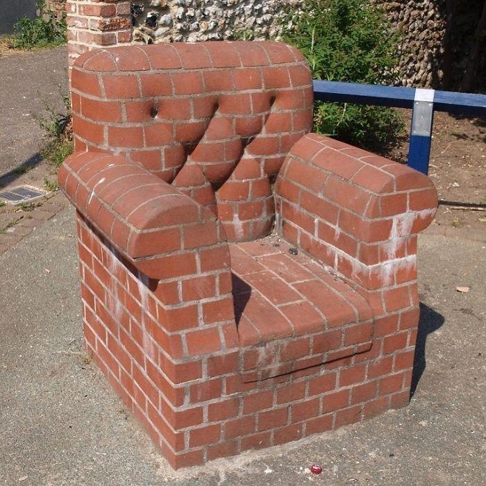 Весьма некомфортное креслице, наверное.