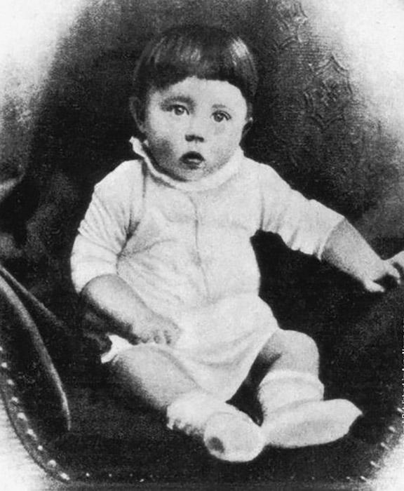 Адольф Гитлер в детстве.
