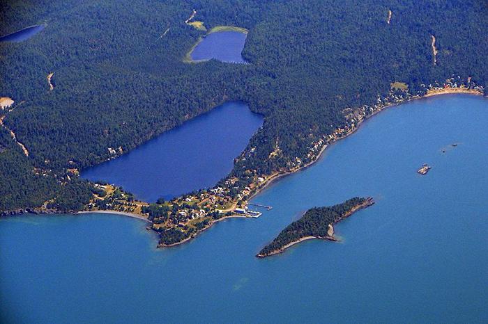 Вид на Серебряный остров сверху.