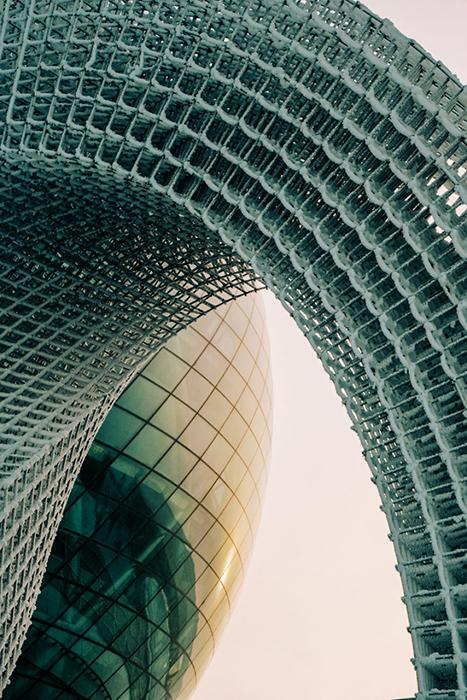 Среди этой футуристической архитектуры очень сложно представлять, что когда-то тут была Большая Степь.