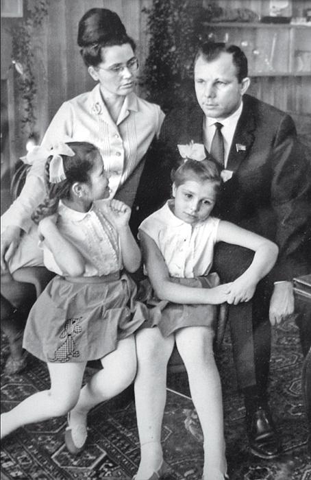 Счастливая семья Гагариных.