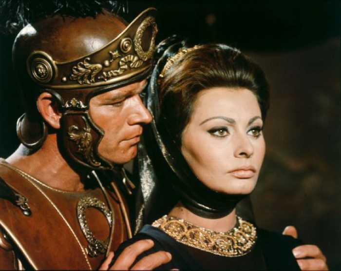 Стивен Бойд и Софи Лорен в фильме «Падение Римской империи» 1964 год.