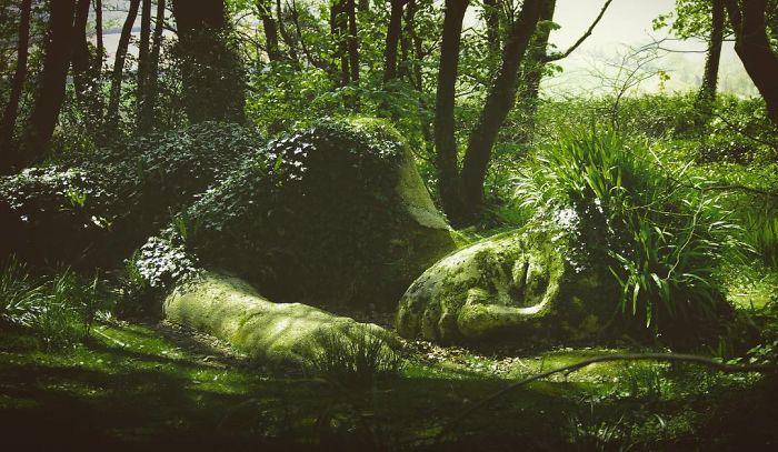 При взгляде на скульптуру на ум приходят сказки о феях.