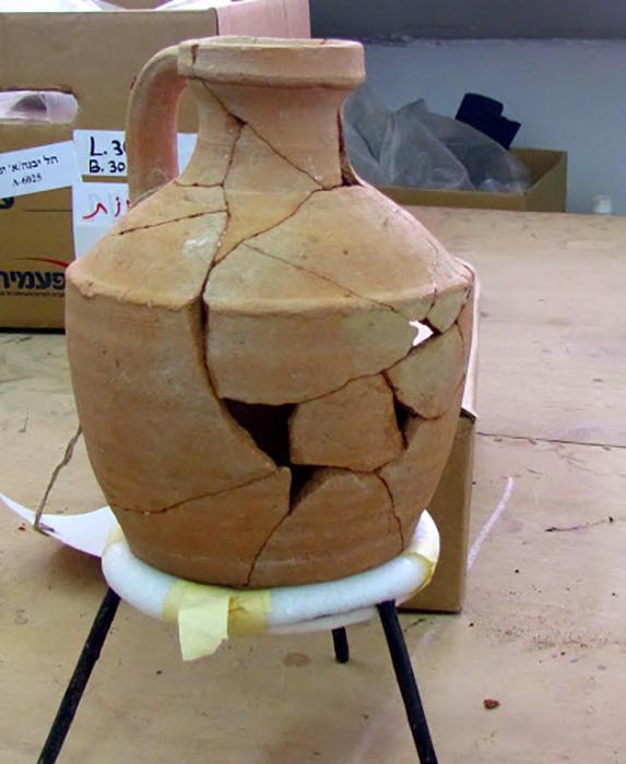 Клад был спрятан в керамическом кувшине.