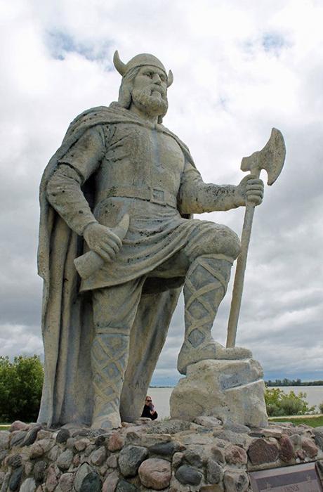 Статуя Лейфа Эрикссона в поселении Кассиарсук, доме Эрика Рыжего, в Гренландии.