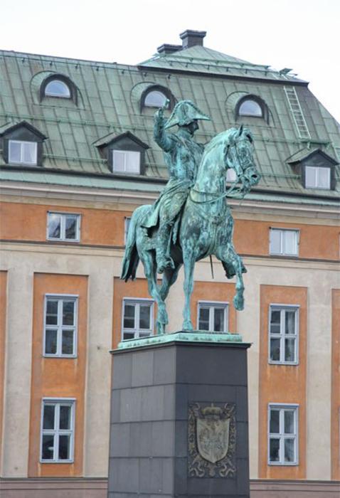 Памятник французскому маршалу, ставшему королём Швеции в Стокгольме.