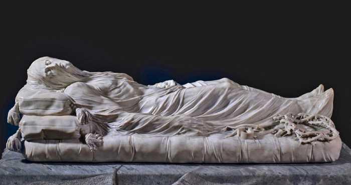 Скульптура «Христос под плащаницей».