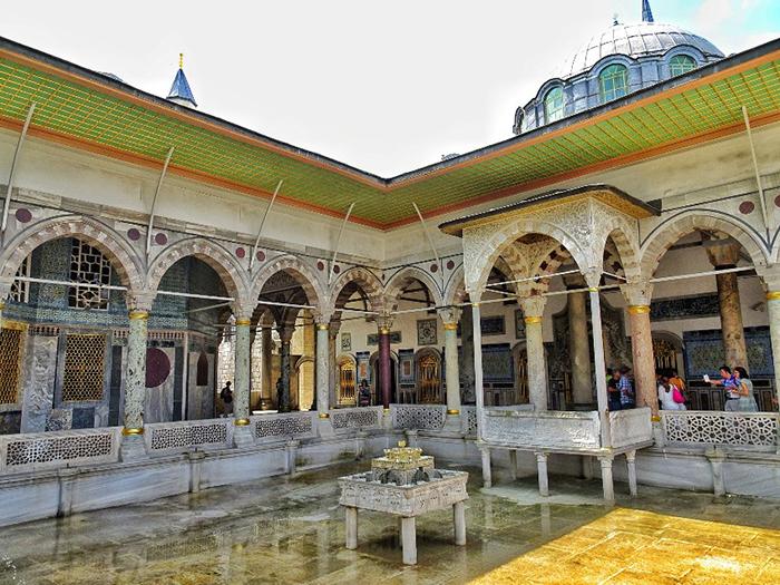 Внутренний двор дворца Топкапы.