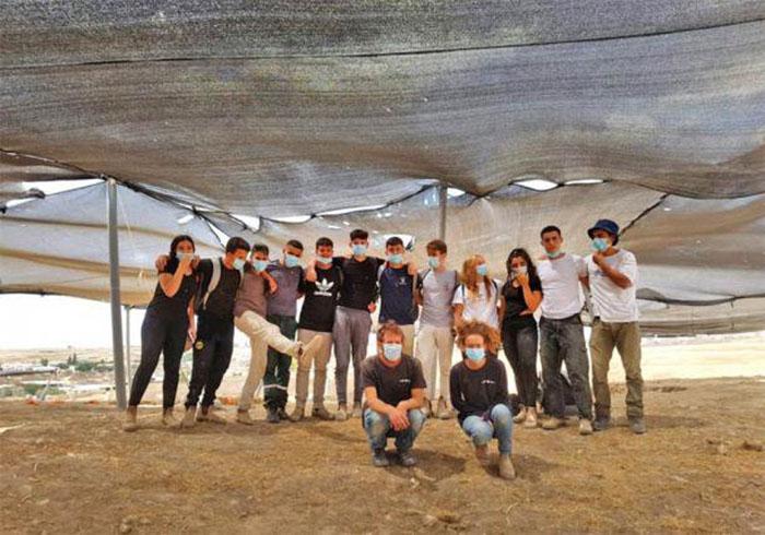 Группа археологов, проводивших раскопки в Рахате.