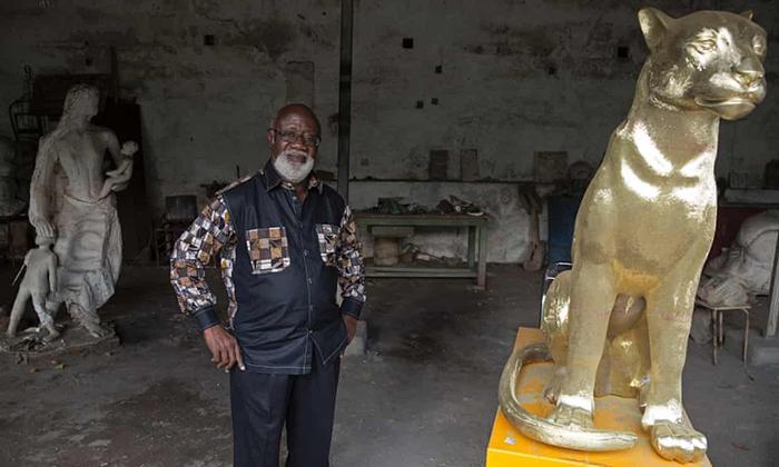 Скульптор Альфред Лийоло продал президенту несколько бронзовых изделий.