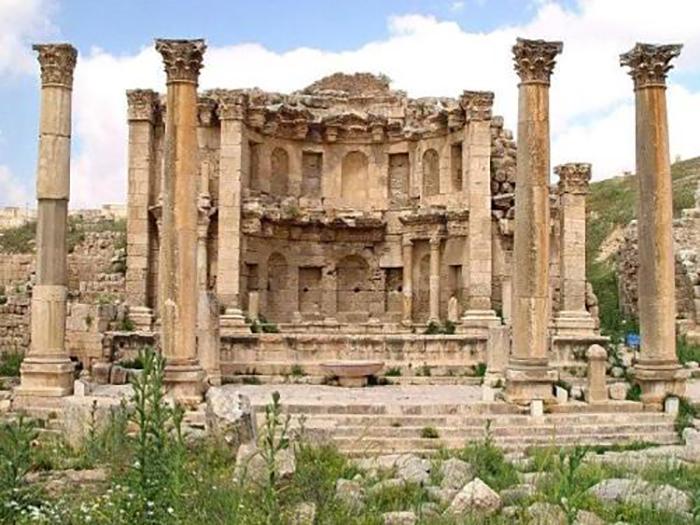 У богини Артемиды было много храмов, но только эфесский удостоился звания чуда света.