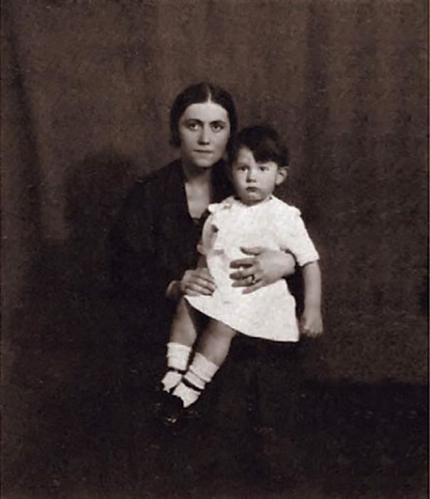 Ольга с первенцем Пабло Пикассо.