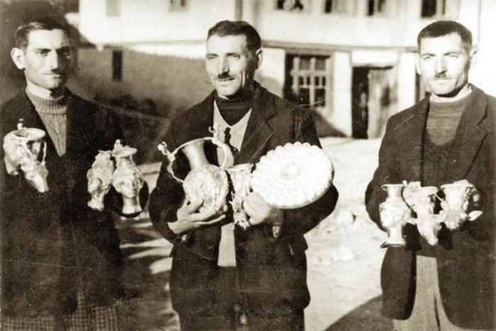 Братья Павел, Петко и Михаил Дейковы.