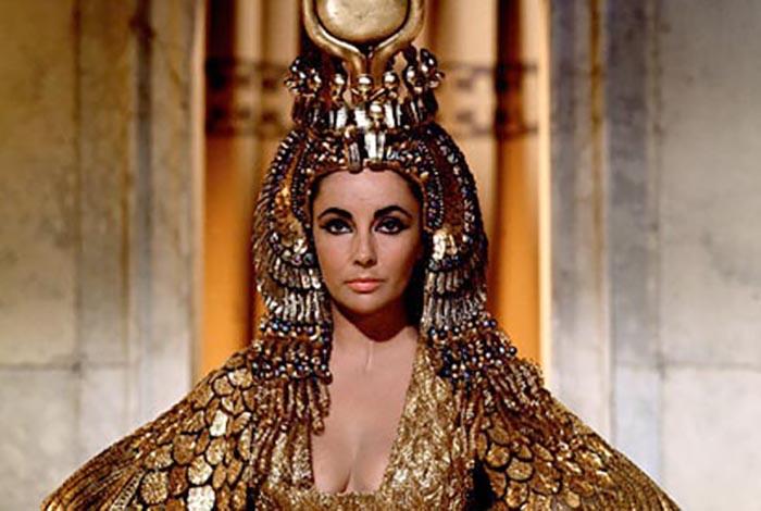 Соблазнив Цезаря и получив его поддержку, Клеопатра победила всех своих врагов.
