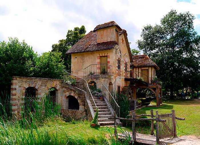 Каждое строение в деревне Марии-Антуанетты несло свою определённую функцию.