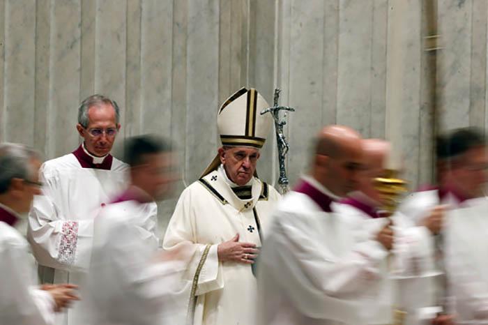 Папа проводил в этом году церемонию отпущения грехов заочно.
