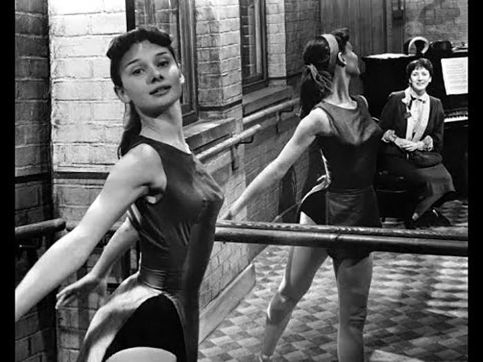 Начинающая балерина Одри Хепберн.