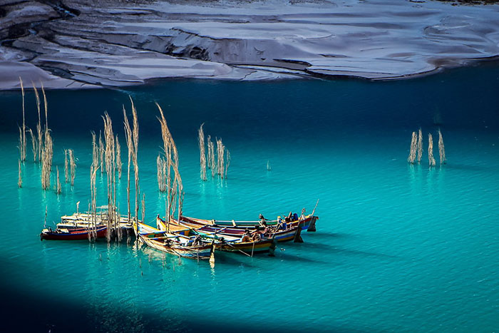 Нереальная красота этих лазоревых вод просто завораживает.