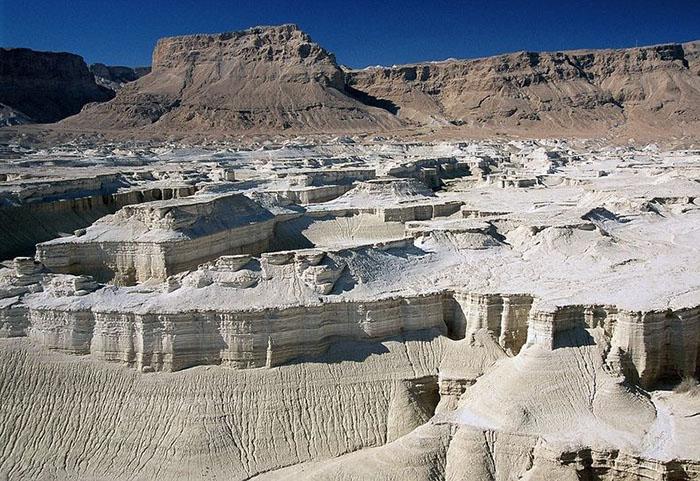 Неэкономное использование природных ресурсов приводит к быстрому уменьшению уровня Мёртвого моря.
