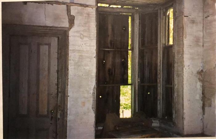 Внутри дома мечты. То, что когда-то было западной столовой.