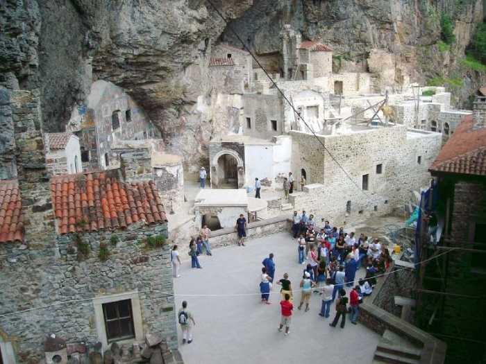 Монастырь был полностью заброшен после Первой мировой войны, теперь он восстановлен и открыт для посещения как музей.