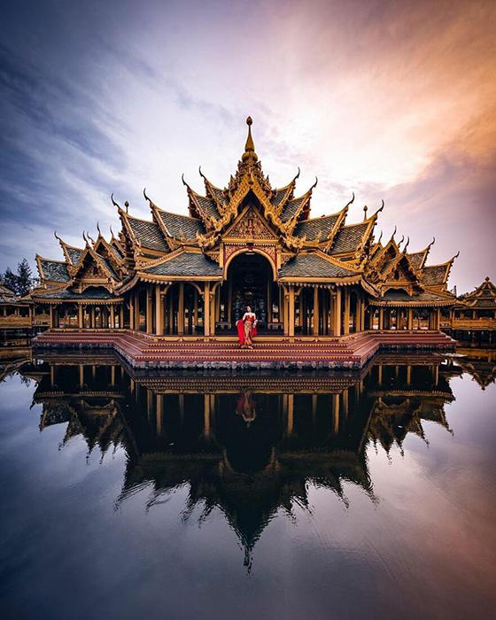 Тайский храм в абсолюте красоты и симметрии.