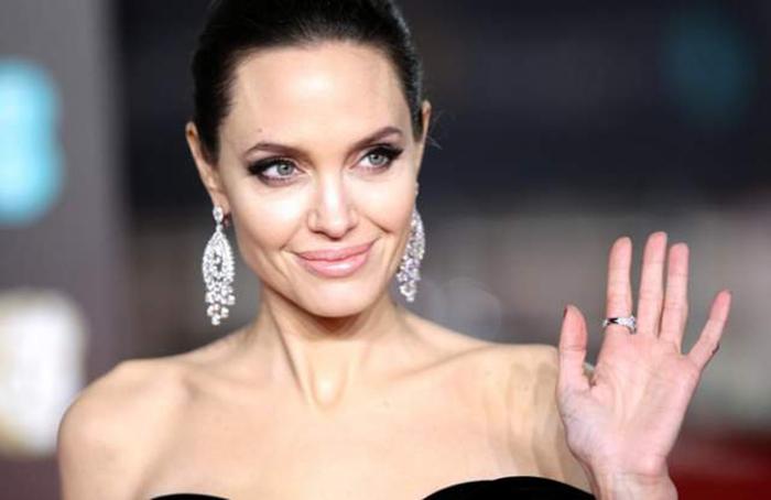 Анджелина Джоли.