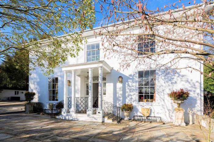 Дом стал великолепной семейной резиденцией.